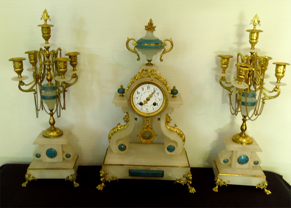 garniture de cheminee ancienne 1 pendule et 2 chandeliers. Black Bedroom Furniture Sets. Home Design Ideas