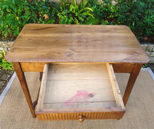 Tr s joli petit bureau breton en chataignier for Petit bureau tiroir
