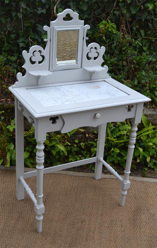petit meuble de toilette coiffeuse en bois peint. Black Bedroom Furniture Sets. Home Design Ideas