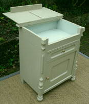 Meubles anciens peints et patin s pour meubler et d corer for Meuble porte basculante