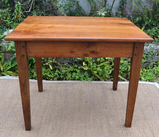 petite table ou bureau en bois cir. Black Bedroom Furniture Sets. Home Design Ideas