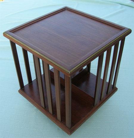 biblioth que tournante de style anglais. Black Bedroom Furniture Sets. Home Design Ideas