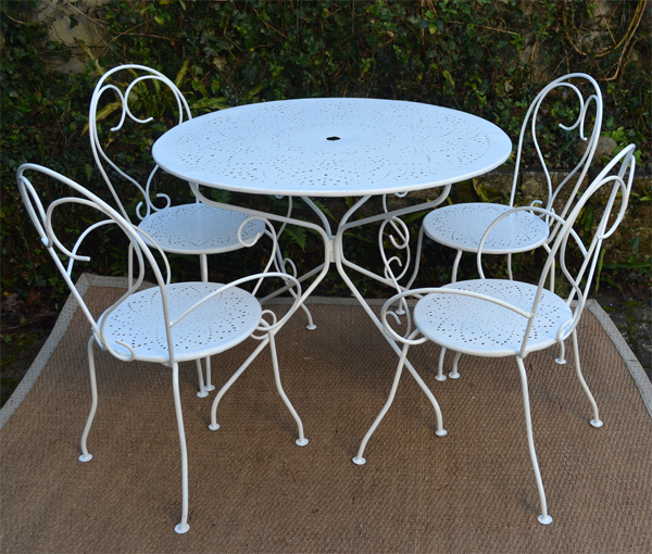 Salon de jardin ancien en fer forge peint en blanc for Salon de jardin en fer forge