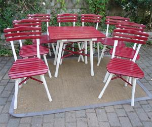 Jolis meubles et objets de jardin authentiquement anciens utiles et d coratifs for Peindre une table de jardin en bois
