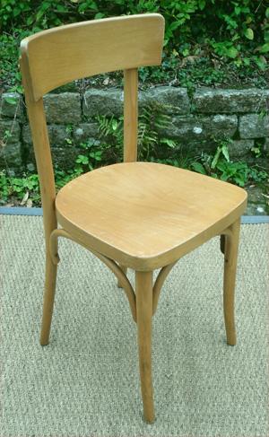 trois chaises thonet anciennes dossier plein cintr fabriqu es en tchecoslovaquie. Black Bedroom Furniture Sets. Home Design Ideas