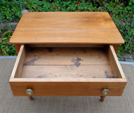 Table bureau ancienne en bois fruitier avec un grand tiroir central - Bureau avec grand tiroir ...
