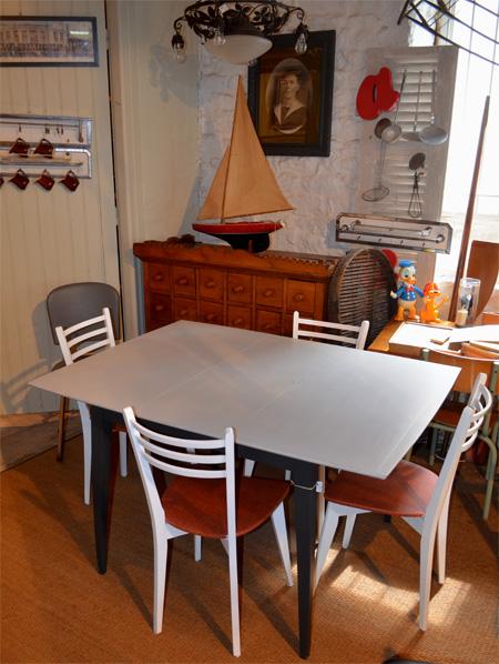 Table Carrée Avec Allonge Centrale Pliable Et Encastrable