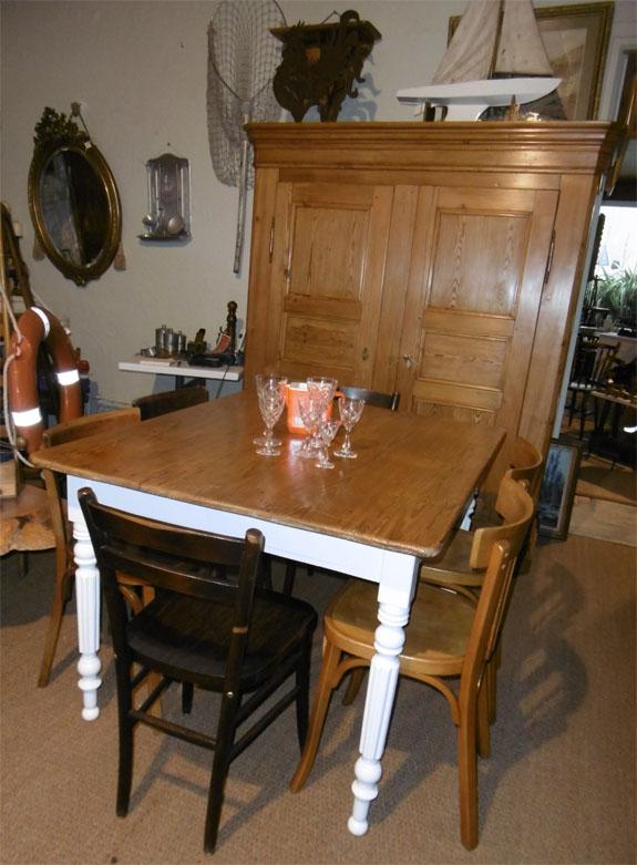 petite table carr e pour cuisine id e inspirante pour la conception de la maison. Black Bedroom Furniture Sets. Home Design Ideas