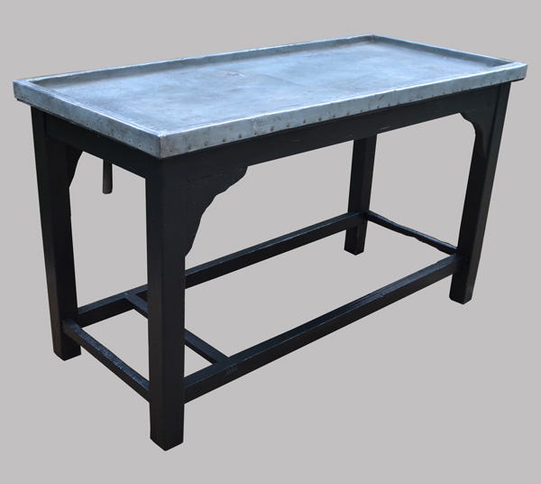 Ancienne table rempoter avec plateau de zinc for Table bois ancienne rectangulaire