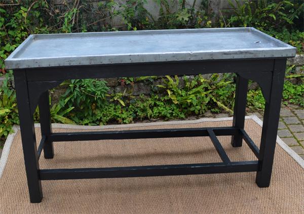 Ancienne table rempoter avec plateau de zinc for Recouvrir une table de zinc
