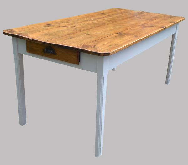 Table de cuisine ancienne pour manger au quotidien for Table bois ancienne rectangulaire