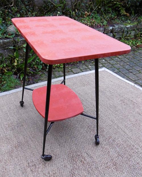 table de t l vintage 2 plateaux ska rouge. Black Bedroom Furniture Sets. Home Design Ideas
