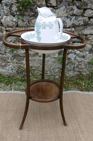 table de toilette ancienne en bois courbé de style thonet
