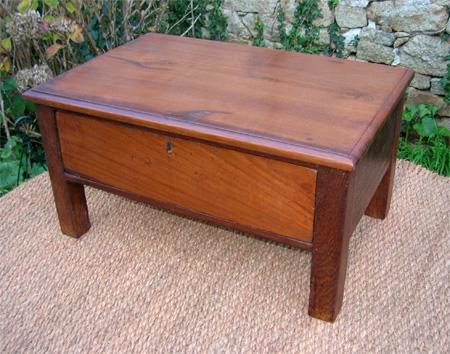 antiquit s table basse teck table basse ancienne teck jolie table basse teck. Black Bedroom Furniture Sets. Home Design Ideas