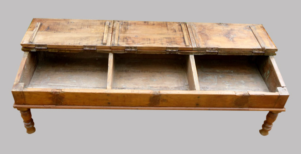 ancien pupitre d 39 colier indien transform en table basse. Black Bedroom Furniture Sets. Home Design Ideas