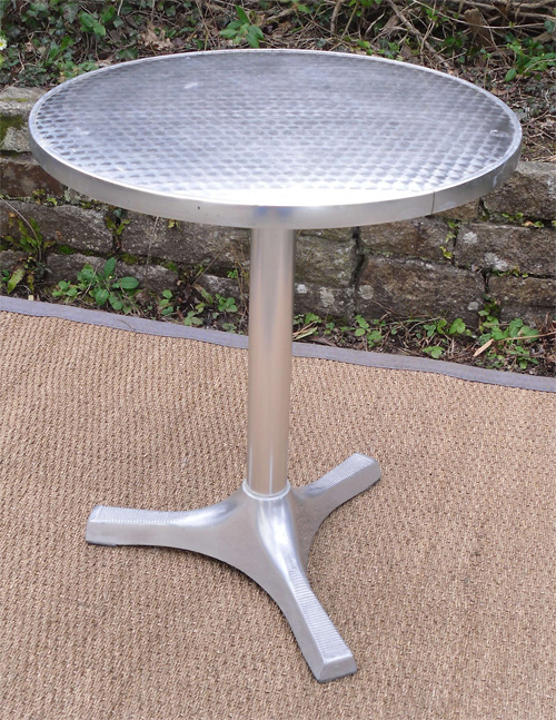 Belle et pratique table de bistrot en aluminium - Table ronde de bistrot ...