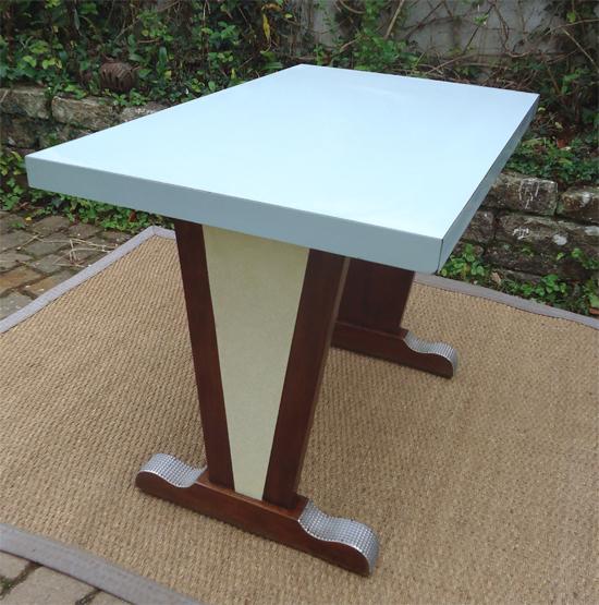 jolie table bistrot des ann es 1960 plateau formica bleu ciel. Black Bedroom Furniture Sets. Home Design Ideas