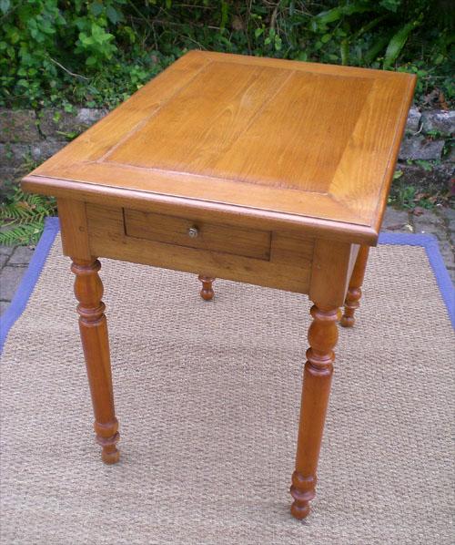 petite table bureau en merisier et ceinture de chataignier. Black Bedroom Furniture Sets. Home Design Ideas