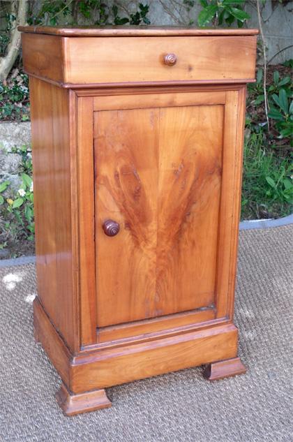 Joli petit chevet en merisier de style louis philippe - Table de chevet merisier ...