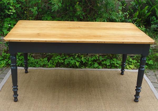 table ancienne rectangulaire peinte et patin e. Black Bedroom Furniture Sets. Home Design Ideas