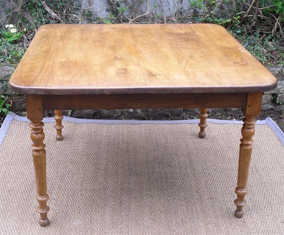 Authentique table ancienne carr e plateau ch ne et pieds merisier - Table de cuisine ancienne ...