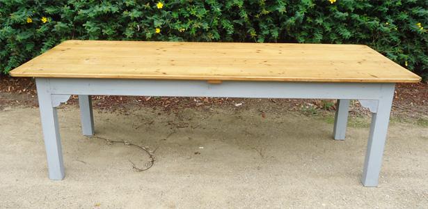très belle grande table en hêtre et pin