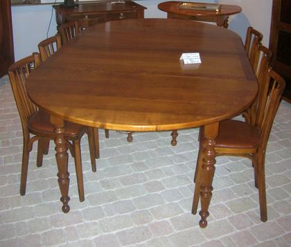 Caract ristiques de la table de salle manger louis philippe for Table 6 pieds louis philippe