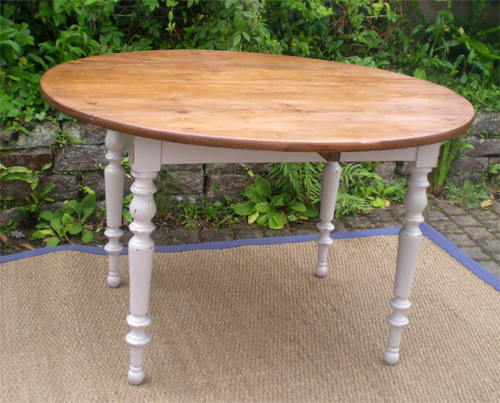 Belle table ronde a volets ancienne en bois peint for Table ovale ancienne