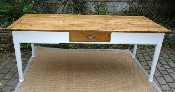 Belle grande table rectangulaire avec 3 tiroirs et une for Grande table cuisine