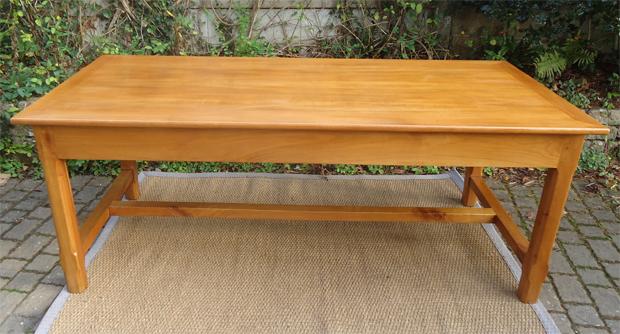 Belle grande table rectangulaire en merisier - Dimension table rectangulaire ...