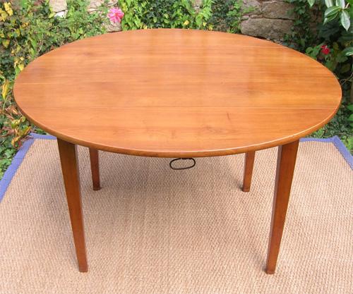 table ancienne de forme rone en bois fruitier 4 pieds directoire avec allonges. Black Bedroom Furniture Sets. Home Design Ideas