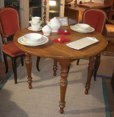 table ronde ancienne en bois fruitier avec 2 allonges de diam tre 100 cm. Black Bedroom Furniture Sets. Home Design Ideas