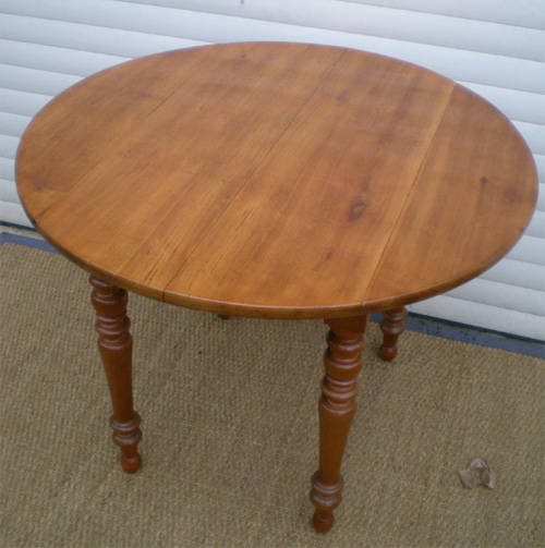 Table basse ronde ancienne en bois for Table ronde en bois