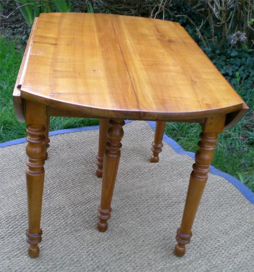 ancienne grande table ronde volets en merisier pour famille nombreuse 12 personnes. Black Bedroom Furniture Sets. Home Design Ideas