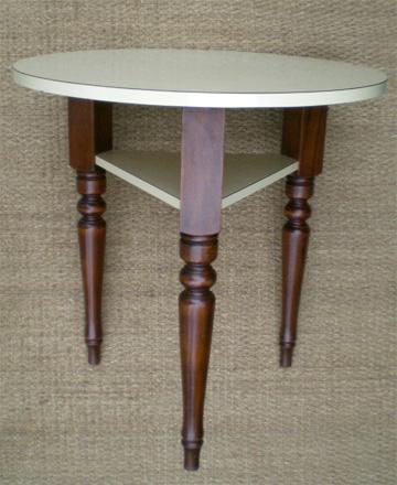 Pratique petite table ronde tripode plateau et tablette en - Customiser une table en formica ...
