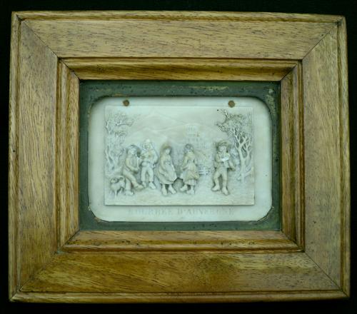 tableaux anciens bas relief en calcaire p trifi en relief dans leur cadre en ch ne. Black Bedroom Furniture Sets. Home Design Ideas