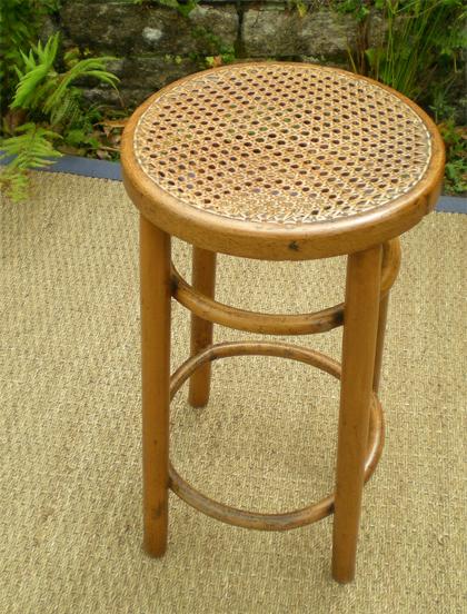 tabouret ancien en bois courb. Black Bedroom Furniture Sets. Home Design Ideas