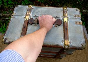 valises anciennes avec renforts en bois et laiton poign es de portage. Black Bedroom Furniture Sets. Home Design Ideas